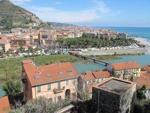 800px-New_town_of_Ventimiglia_seen_from_Ventimiglia_Alta